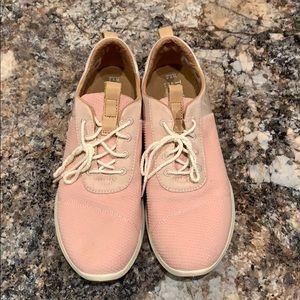 Pink toms tennis shoes. Never worn.